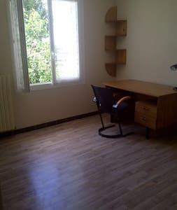 chambre confortable et au calme - Pons - Byhus