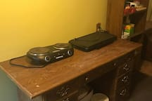 hot plate and griddle in kitchenette