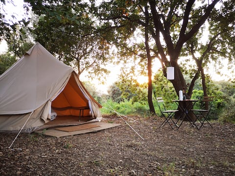 Glamping in a natural park and family farm