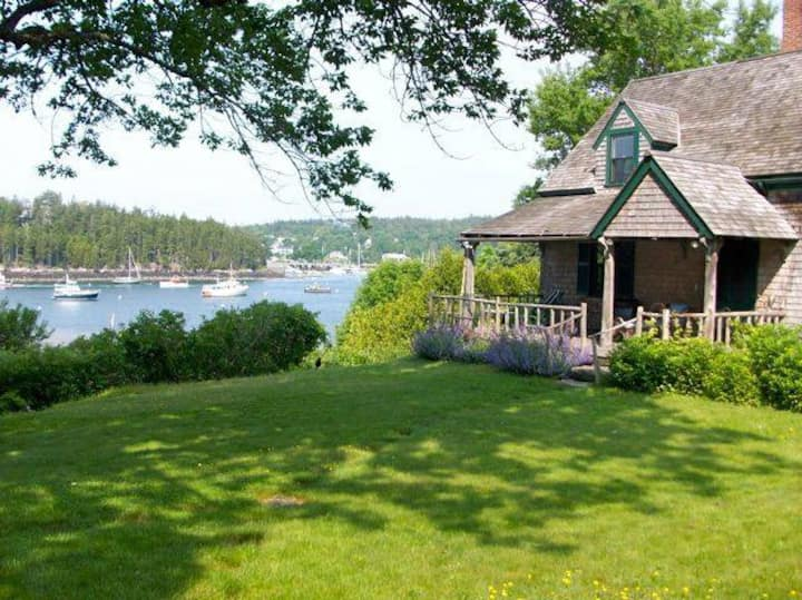 Charming Waterfront Home Minutes to Acadia