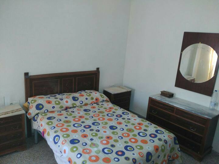 Piso  habitación cama matrimonio