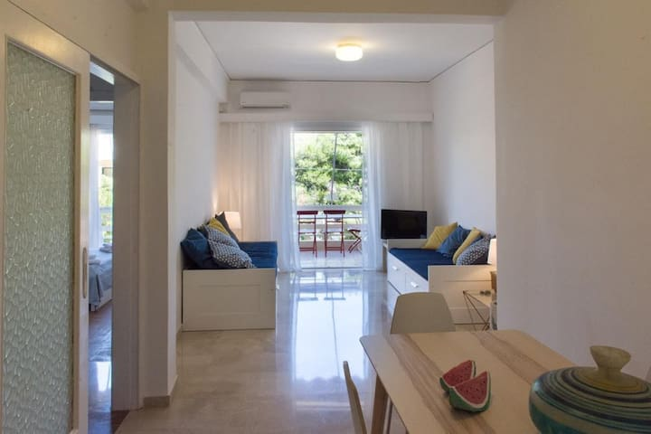 Modern and Cozy Apartment in Vouliagmeni! - Vouliagmeni - Daire