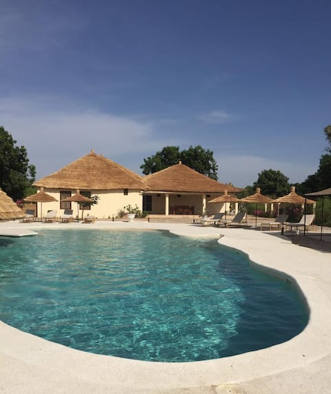 (2)Senegal: Villa 300m2 with pool+ 2 guest houses