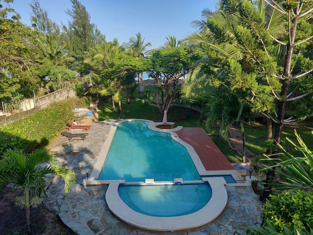 Diani Drifts  - Comfortable Beachfront Home