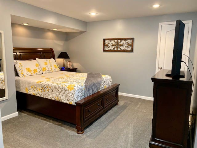 Almost Home Suite - Sleeps 2-6, Hot tub
