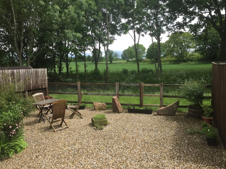 cosy rural setting just outside Harrogate HG3 3LT
