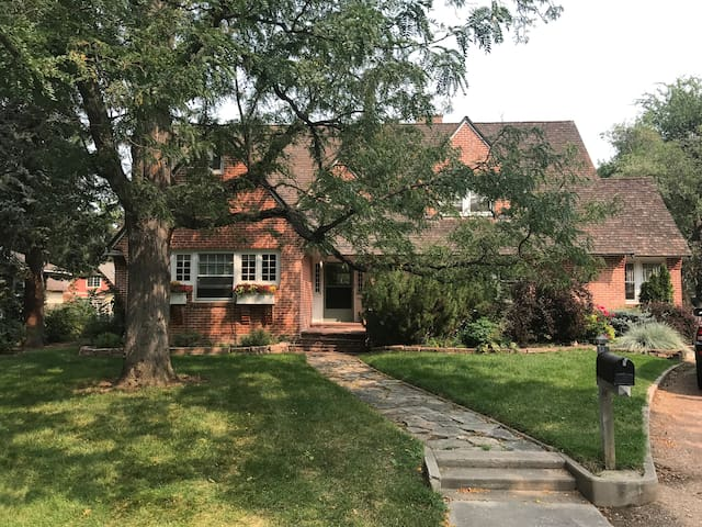 Charming guest suite in historic home at City Park