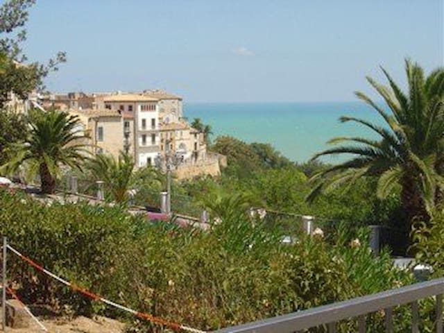 Charming 3 bed/2 bath apartment with ocean views