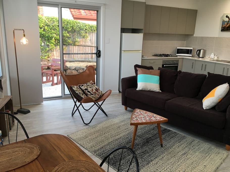Comfortable living/dining