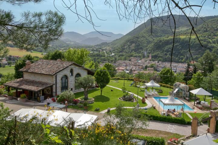 Accogliente casa di villeggiatura con piscina.