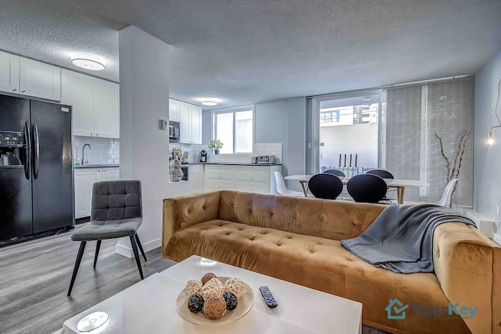 Great Rates💰| Superb Location📍|Stylish 2 Bed for 4