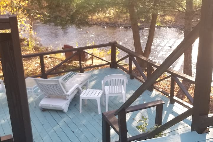Charming Creek side Getaway 3.5 mi. from Omega
