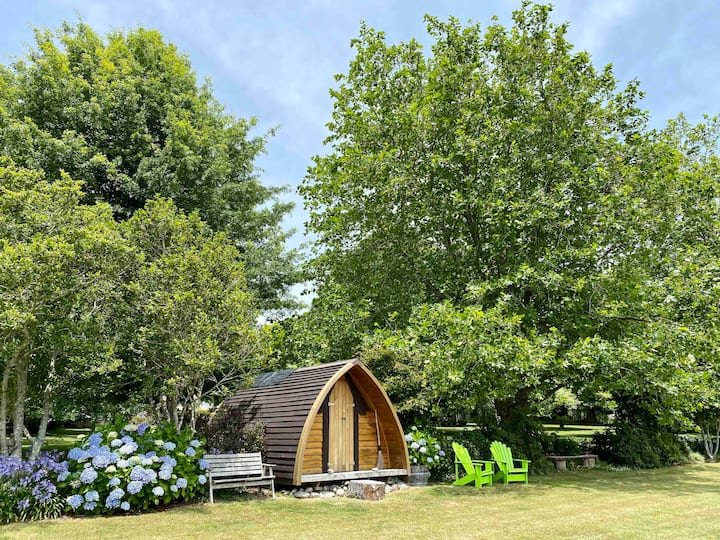 ★The Ark, with hot tub in parklike garden