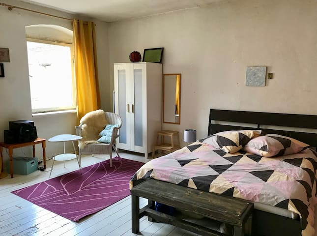 original east Berlin flat - very central!