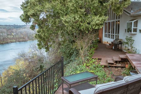 Waterfront Views in a Stylish, Peaceful Home - Redding