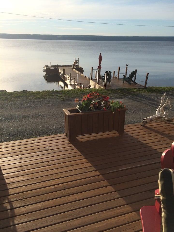 MacDonald lakefront studio cottage