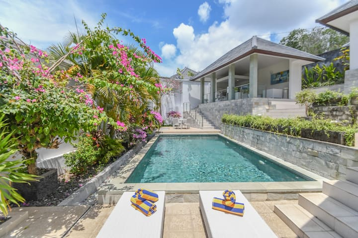 Relaxing days in two Bedroom Villa Uluwatu