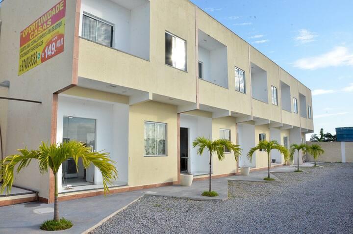 Casa 2 em Cabo Frio, 2 quartos, churrasqueira.