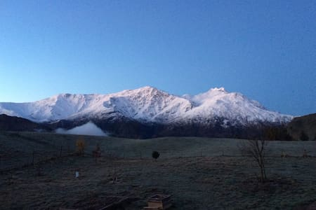 Cosy loft with mountain views, near Arrowtown. - Speargrass Flat