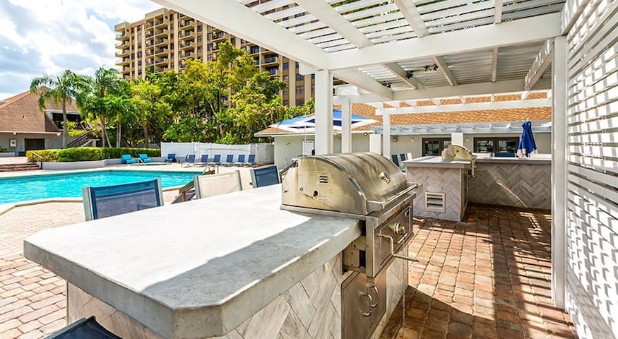 Private Room North Miami Pool/5min Beach/BBQ/Gym