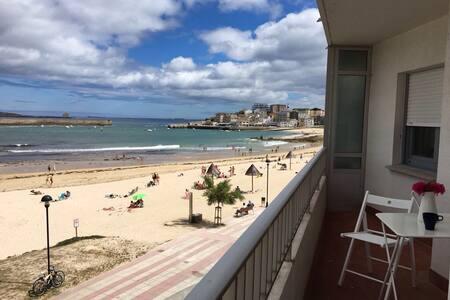 Piso encima de la playa en San Ciprián (WiFi)