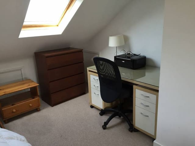 Huge attic room to let long term in Crouch End