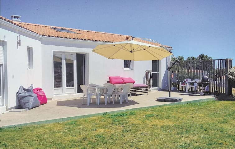 Holiday cottage with 3 bedrooms on 115m² in St. Michel en l'Herm