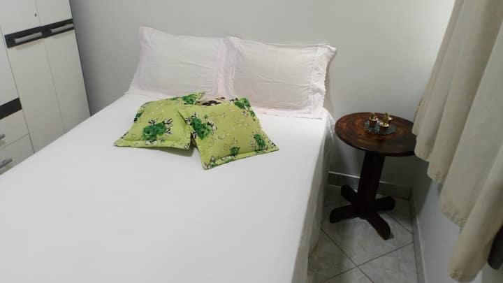 Quarto em apartamento Confortável
