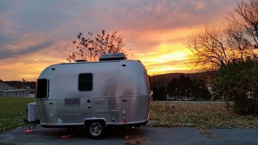 Enjoy Mojo, the Iconic Airstream Sport 16 Footer - Elizabethtown - Wóz Kempingowy/RV