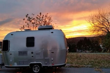 Enjoy Mojo, the Iconic Airstream Sport 16 Footer - Elizabethtown - Camper/RV
