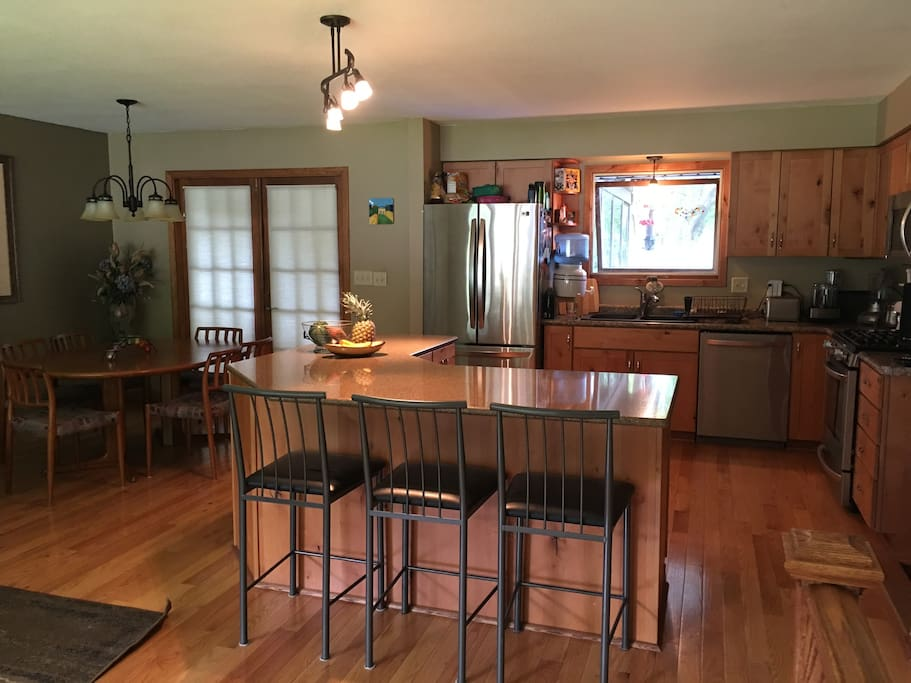 Open kitchen, dining room