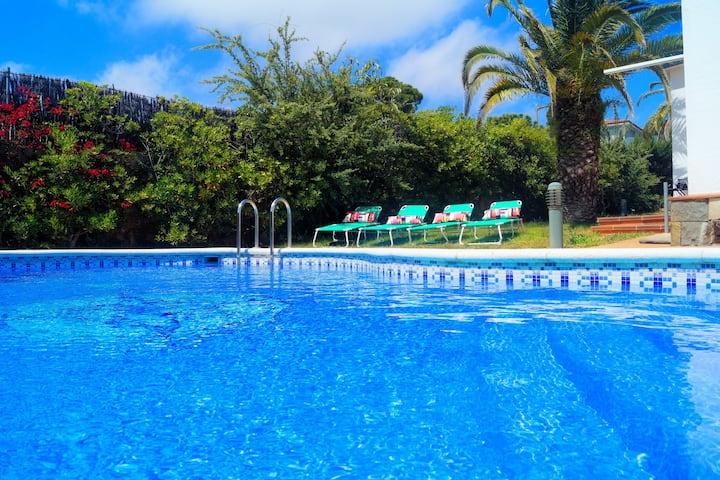 Villa au bord de l'eau avec plage privée