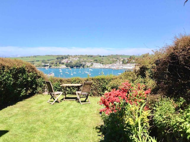 STUNNING views, Central Falmouth GARDEN Cottage :)