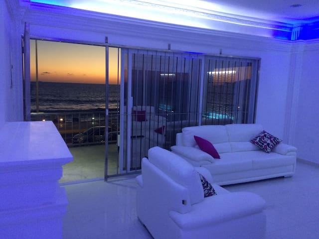 DEPARTAMENTO FRENTE AL MAR TOTALMENTE AMUEBLADO - Mazatlán - Apartamento