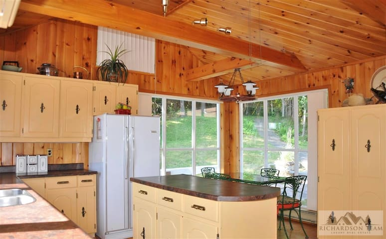Spectacular Lake of Bays Point of Land and cottage - Huntsville - Srub