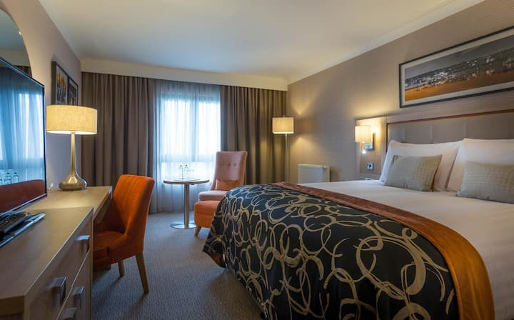 Intimate Double Deluxe At Galway