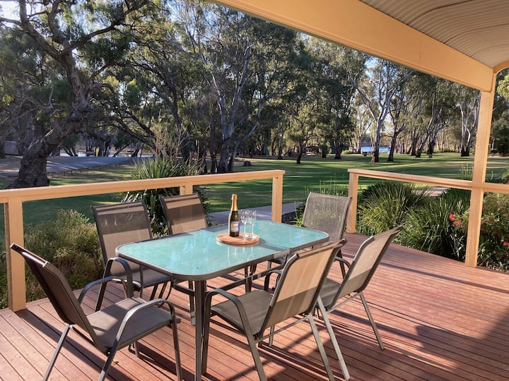 Moama River View Cabin with boat ramp