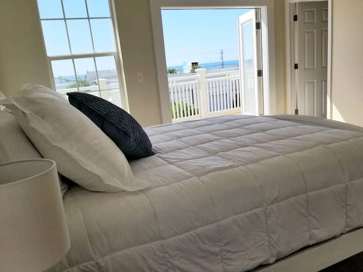 Amazing Oceanview Suite 3: 3rd floor Master Suite