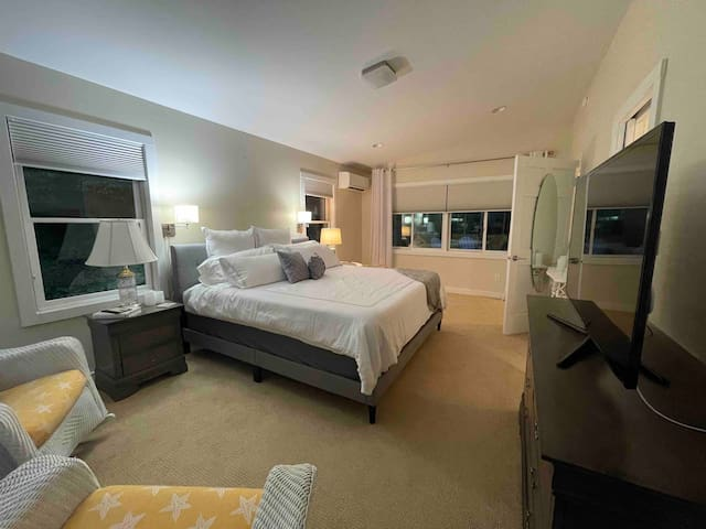 Extra large master bedroom with king size bed and sitting area.