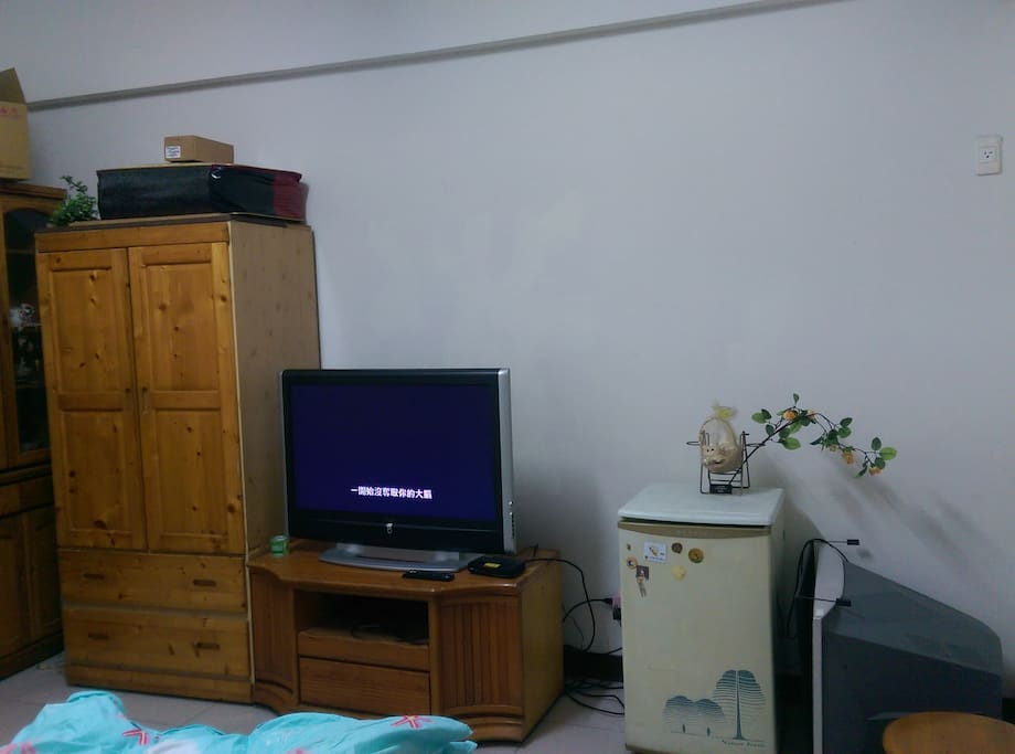 大電視可看,有第四台。冰箱可正常使用。