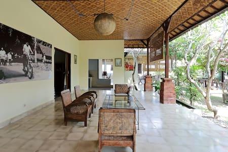 Celuk Kita Art Guesthouse Room 2 - Sukawati - Bed & Breakfast