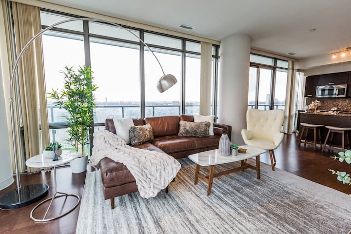 RATE DROP! - Clean and Sanitized - High-End 3-Bedroom Condo on Bay Street