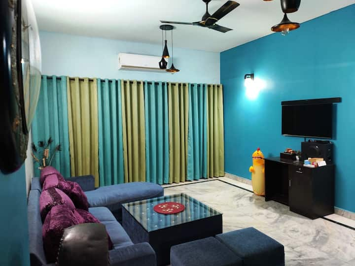 3 BHK Fully Furnished Space for Family & Groups