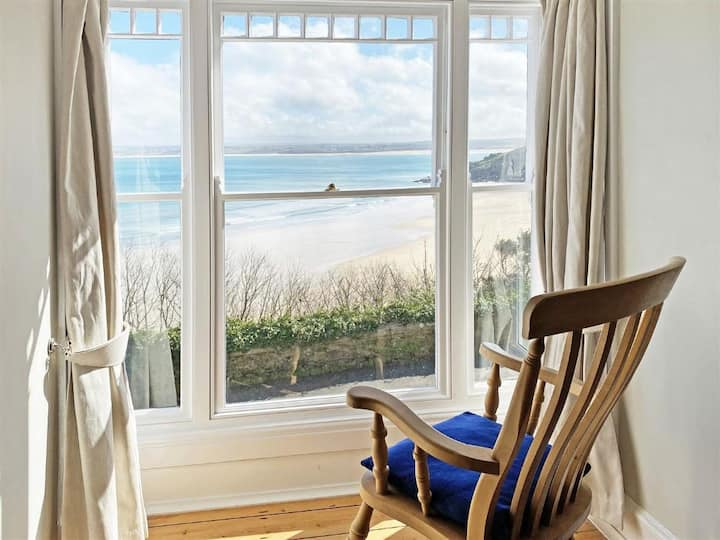 Terrazzo, Stunning Sea Views - Sleeps 4 - Pet Friendly - On-Site Parking for One Car