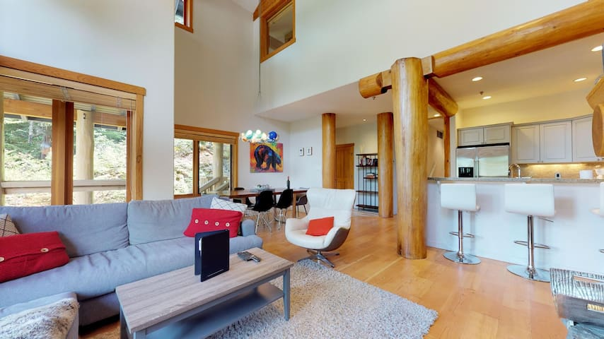 FREE ACTIVITIES - Luxury Mountain Retreat w/ PRIVATE Hot Tub by Harmony Whistler