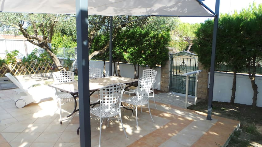 Chambre privée  Bed & Breakfast - Arles - Bed & Breakfast