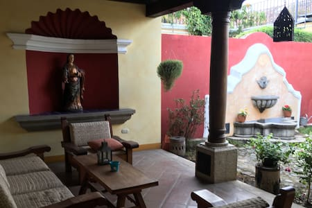 Elegant home in quiet, upscale gated community - Antigua Guatemala - Huis