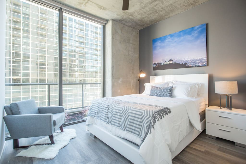 Master Bedroom offers a Queen Bed + Queen Aero Bed for 2 guests (if needed)