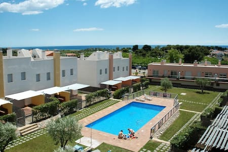 Large houses with terrace and pool for 6 people. Ref.via augusta-6