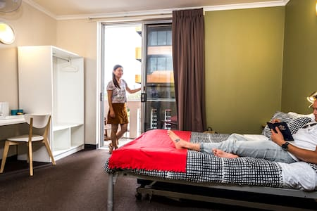 Adelaide Central YHA - Double Bedroom